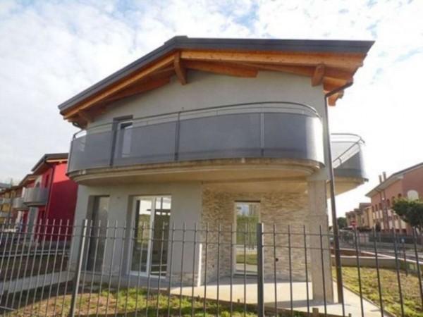 Villetta a schiera in vendita a Caronno Pertusella, 145 mq