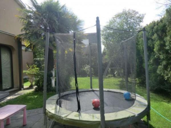 Villa in vendita a Arese, 250 mq