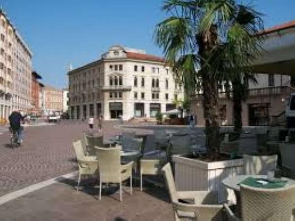 Locale Commerciale  in vendita a Pordenone, 128 mq