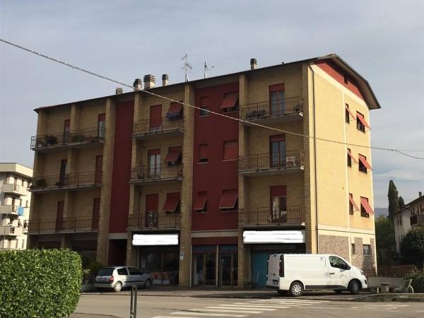 Appartamento in vendita a Città di Castello, La Tina, 70 mq