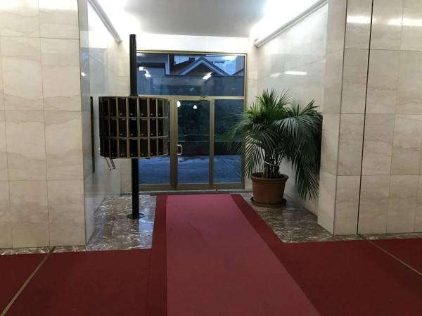 Appartamento in vendita a Monza, 190 mq