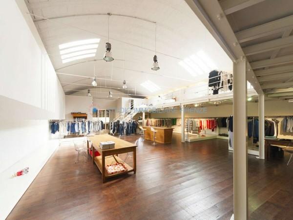 Capannone in vendita a Firenze, 380 mq