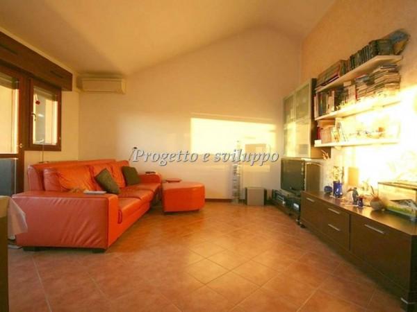 Appartamento in vendita a Abbiategrasso, Semi Centrale, 70 mq