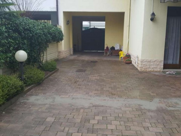 Casa indipendente in vendita a Casorezzo, Centro, 210 mq - Foto 3