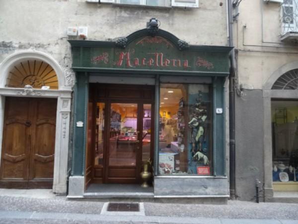 Locale Commerciale  in vendita a Mondovì, Piazza, 230 mq