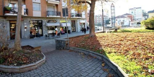Locale Commerciale  in vendita a Alpignano, Centro, Arredato, 85 mq