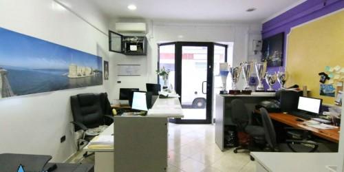 Locale Commerciale  in vendita a Taranto, Semicentrale, 80 mq