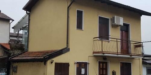 Casa indipendente in vendita a Venegono Superiore, Centro Storico, Arredato, 75 mq