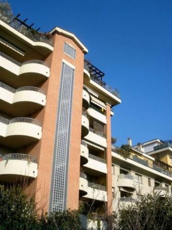 Appartamento in vendita a Vanzago, Centrale, 80 mq