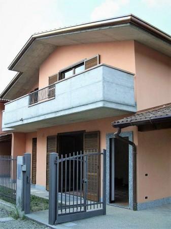 Casa indipendente in vendita a Biandronno, 300 mq