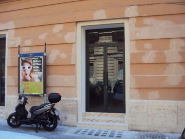 Negozio in vendita a Napoli, Chiaia, 2000 mq