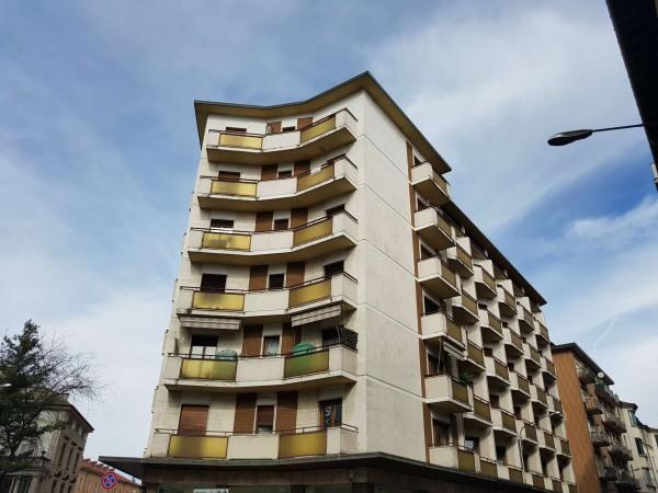 Ufficio in affitto a Varese, 110 mq