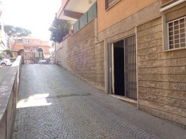 Locale Commerciale  in vendita a Roma, Bravetta, 135 mq