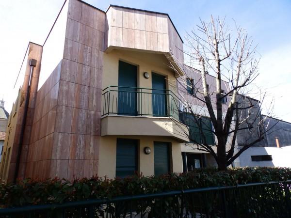 Appartamento in vendita a Cabiate, Centro, Con giardino, 70 mq