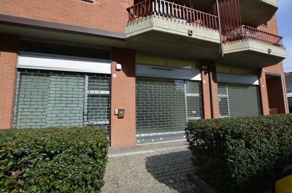 Negozio in affitto a Torino, 61 mq