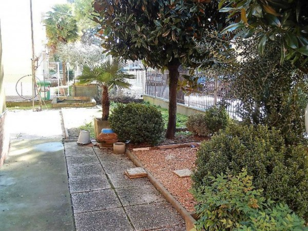 Casa indipendente in vendita a Forlì, Ronco, Con giardino, 220 mq