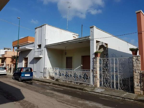 Casa indipendente in vendita a Copertino, Con giardino, 180 mq - Foto 1