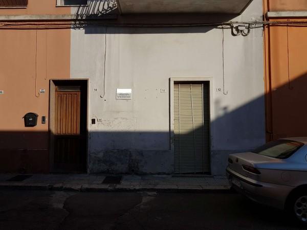 Casa indipendente in vendita a Copertino, Con giardino, 90 mq