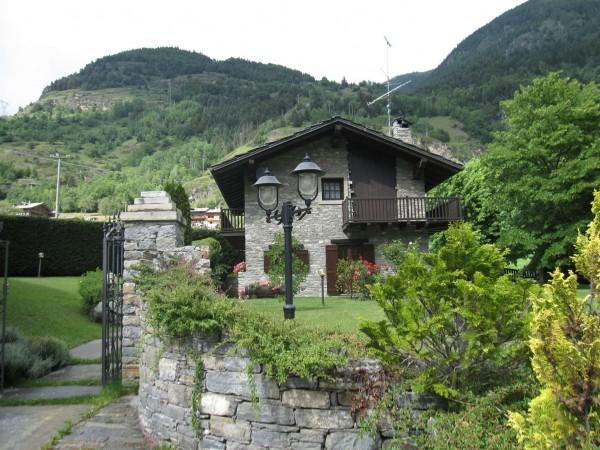 Casa indipendente in vendita a La Salle, Frazione Echarlod Superiore, Con giardino, 250 mq