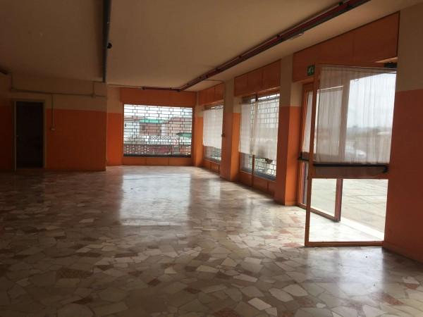 Locale Commerciale  in affitto a Asti, Sud, 150 mq