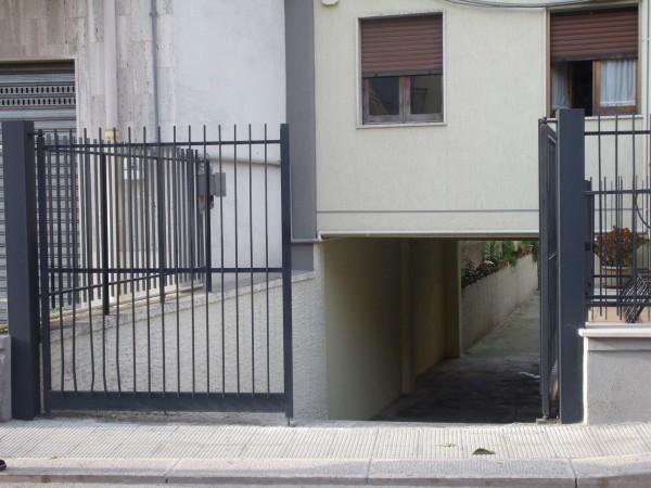 Locale Commerciale  in vendita a Capurso, Hotel 90, 180 mq