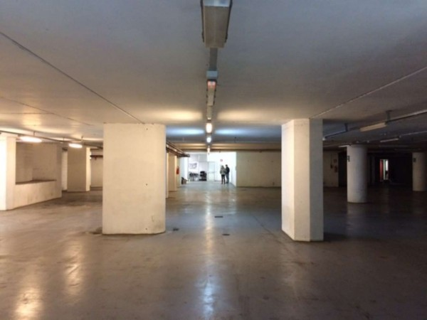 Locale Commerciale  in affitto a Genova, Sampierdarena, 1000 mq