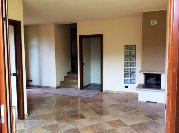 Villetta a schiera in affitto a Ternate, Centro, 300 mq - Foto 1