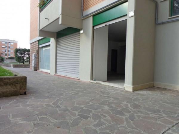 Locale Commerciale  in vendita a Roma, Ottavia, 110 mq