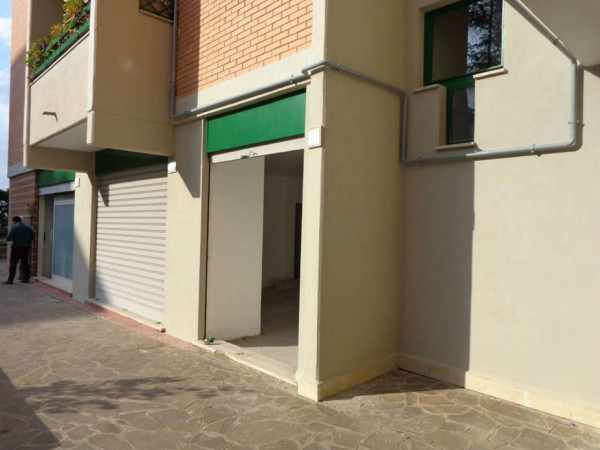 Locale Commerciale  in vendita a Roma, Ottavia, 110 mq - Foto 2