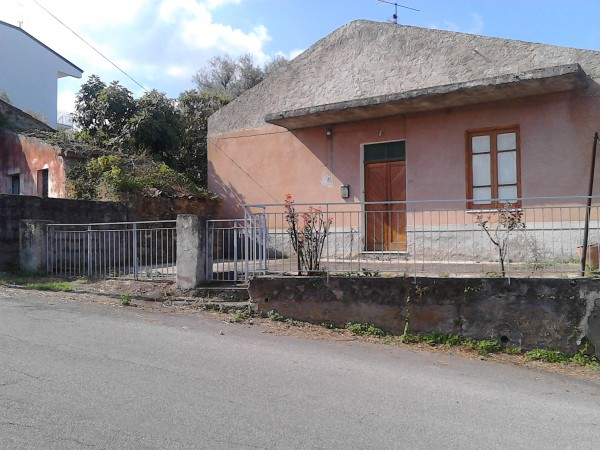 Casa indipendente in vendita a Sant'Agata di Militello, Limitrofa, Con giardino, 140 mq