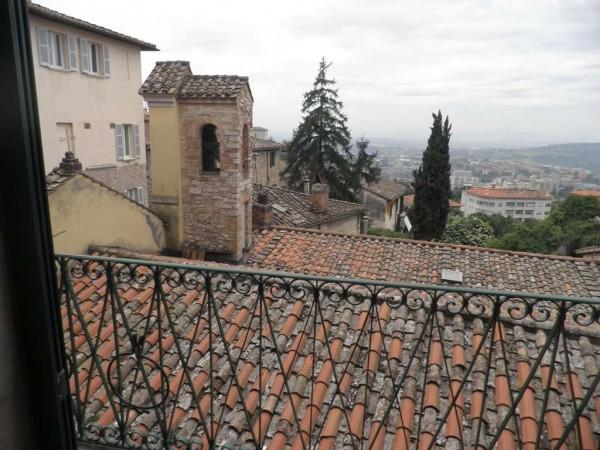 Locale Commerciale  in vendita a Perugia, 95 mq