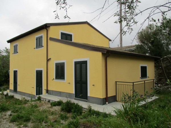 Villetta a schiera in vendita a Lavagna, Santa Giulia, Con giardino, 78 mq