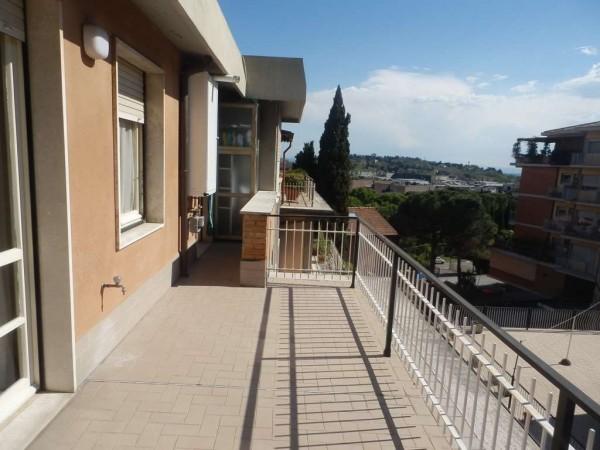 Locale Commerciale  in vendita a Perugia, 85 mq