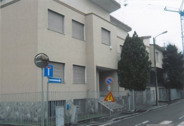 Locale Commerciale  in affitto a Milano, 1100 mq