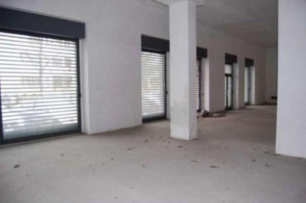 Negozio in vendita a Torino, Lingotto, 740 mq
