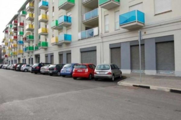Locale Commerciale  in vendita a Torino, Lingotto, 740 mq