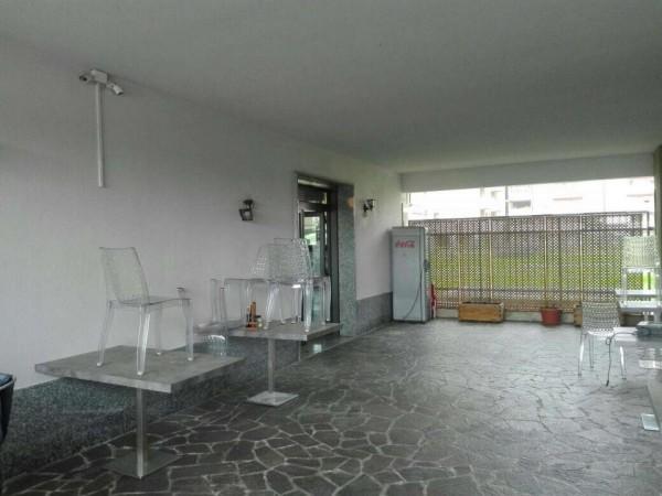 Locale Commerciale  in vendita a Opera, Arredato, 180 mq