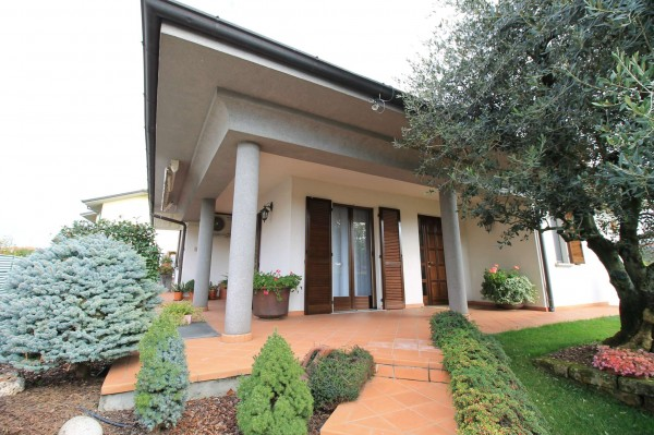 Villa in vendita a Cassano d'Adda, Stazione, Con giardino, 227 mq
