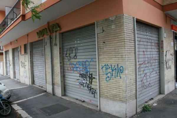 Locale Commerciale  in affitto a Roma, Teano, 85 mq