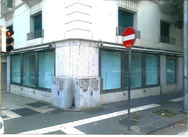 Negozio in affitto a Messina, Centro, 90 mq