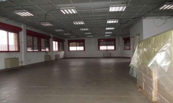 Locale Commerciale  in vendita a Milano, 2800 mq - Foto 1