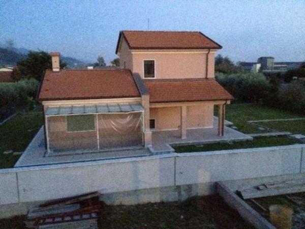 Casa indipendente in vendita a Ortonovo, Con giardino, 240 mq