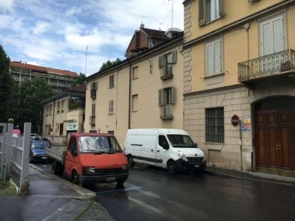 Locale Commerciale  in vendita a Torino, San Donato, 60 mq