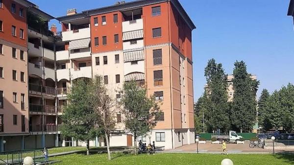 Appartamento in vendita a Lainate, Centrale, 100 mq