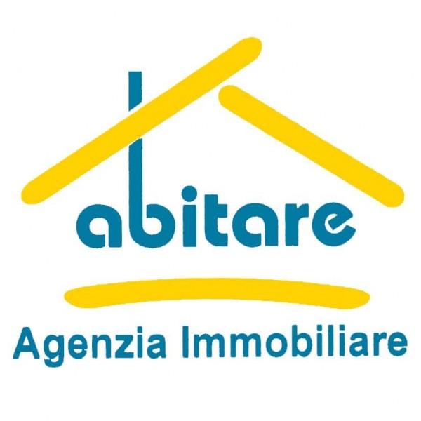 Locale Commerciale  in vendita a Genova, Centro Storico, Arredato, 70 mq