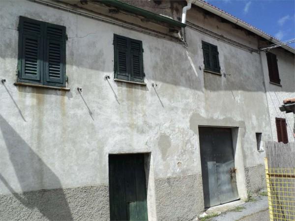 Locale Commerciale  in vendita a Isola del Cantone, Marmassana, 60 mq