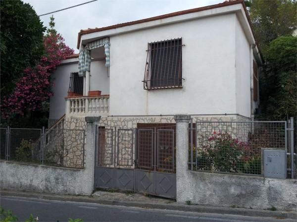 Locale Commerciale  in vendita a Borgio Verezzi, Arredato, con giardino, 80 mq