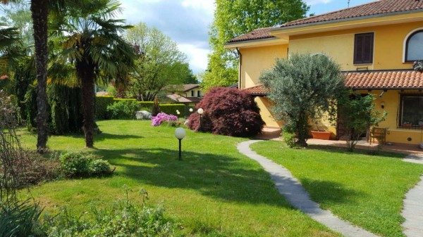 Villa in vendita a Galliate Lombardo, Residenziale, Arredato, con giardino, 717 mq - Foto 1