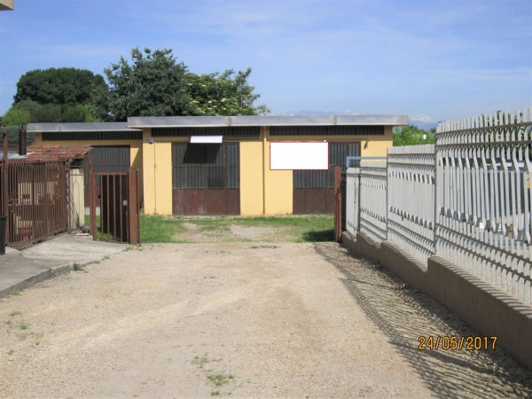 Locale Commerciale  in affitto a Nichelino, Zona Industr. Vernea, 130 mq