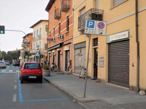 Locale Commerciale  in affitto a Besozzo, Centro, 100 mq